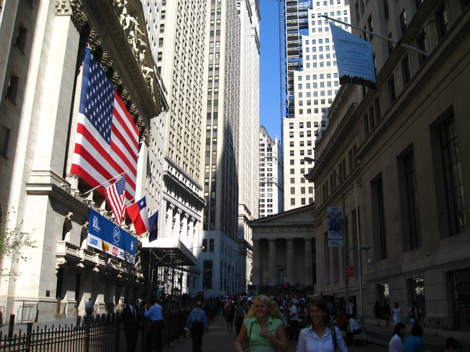 the new york stock exchange New york stock exchange is located in a vibrant area of new york known for its popular art scene and top museums there are 59 hotels and other accommodations within a mile of new york stock exchange and make one your home base for exploring the greater new york area.